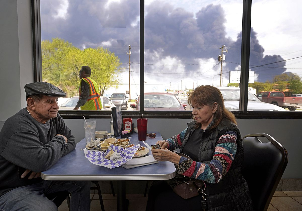 After Houston Fire, Danger Grows as Benzene Clouds Shut Suburb