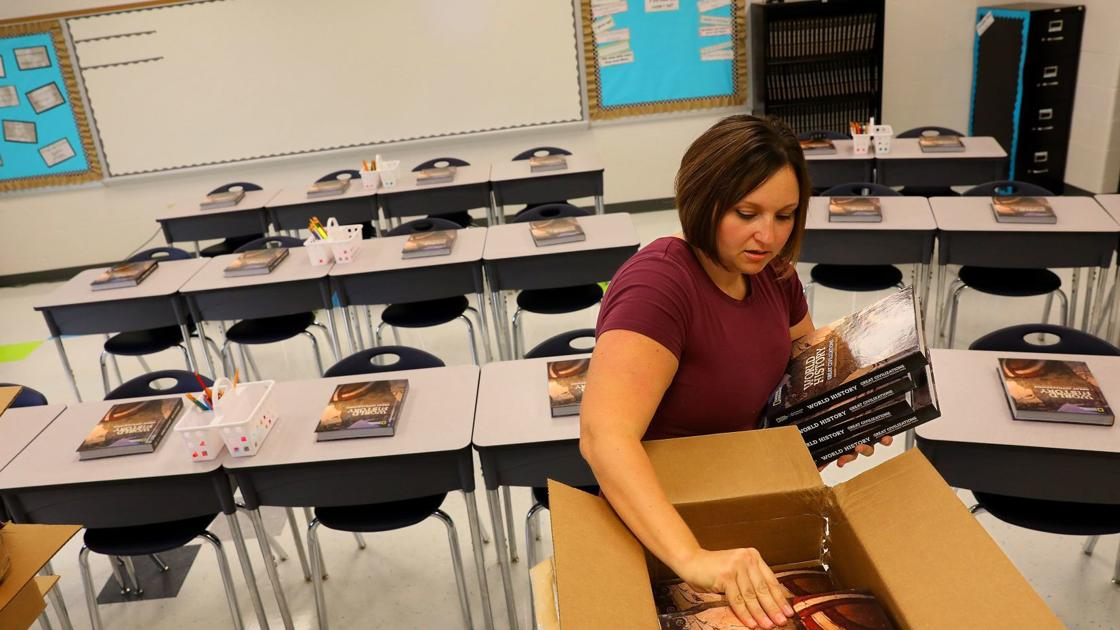 Voters nix pay raise for Warrenton teachers, as students are set to start four-day school weeks